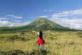 Woman enjoying fresh mountain air 1 — 图库照片