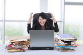 Stressful businesswoman screaming in office 1 — Stock Photo