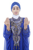 Young muslim woman praying — Stock Photo