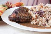 κοτόπουλο με ρύζι - στυλ καραϊβικής τραντάγματος — Φωτογραφία Αρχείου
