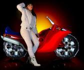 Dziewczyna i motocykla — Zdjęcie stockowe
