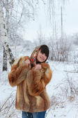 Girl in fox fur coat and a beautiful shawl in a winter forest — Stock Photo