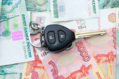 Car keys and money — Stock Photo