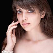 Portrét krásnou černovlasou dívku — Stock fotografie