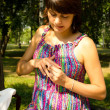 Young pregnant woman and a ring on his finger - Стоковая фотография