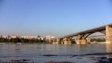Bridge on the River Ob in Novosibirsk — Stock Video