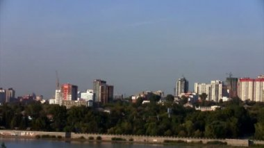 Time lapse View of Novosibirsk, the right bank of the Ob River — Vídeo de stock