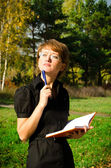 Business woman in autumn park — Foto de Stock