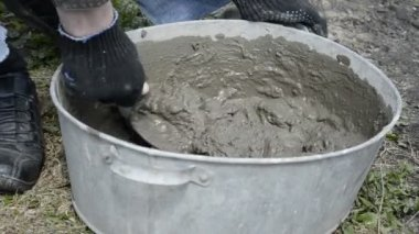 Man knead the concrete in the tub — Stock Video