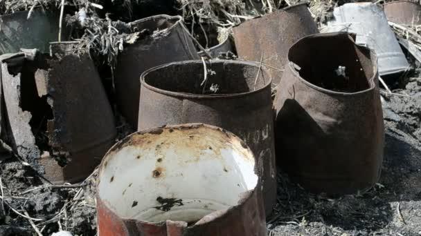 Cubo oxidado — Vídeo de stock