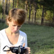 Young woman photographer in autumn park — Stock Video #18105115
