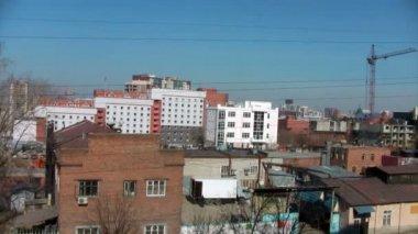 Panorama de lapso de tempo da cidade com guindastes e locais de construção — Vídeo stock