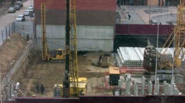 Día en un sitio de construcción — Vídeo de stock