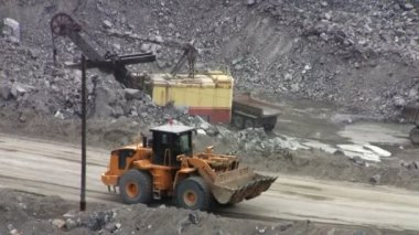 Machines excavate soil in an open pit — Stock Video