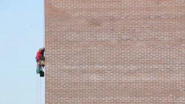 Builder worker plastering facade — Stock Video