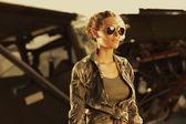 Woman airplane aviator — Stock Photo