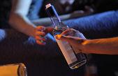 青少年酗酒成瘾的概念 — 图库照片