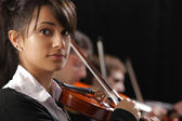 Classical music concert: Portrait of young woman violinist — Stock Photo