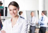 微笑的年轻商业女人 — 图库照片