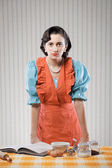 Dona de casa na cozinha — Foto Stock