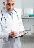 Yakışıklı doktor portresi — Stok fotoğraf