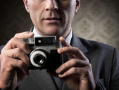 Photographer with vintage camera — Stockfoto