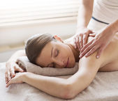 Relaxing back massage at spa — Stock Photo