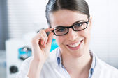 Female researcher in the chemistry lab — Stock Photo