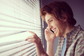 Man smiling and talking on phone — Foto Stock