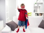 スーパー ヒーロー少年親指のアップ — ストック写真