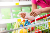 Expensive grocery bills — Stockfoto