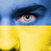 Bandiera ucraina dipinta sul viso — Foto Stock