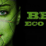 葉のテクスチャと緑の目を持つ女性の顔 — ストック写真