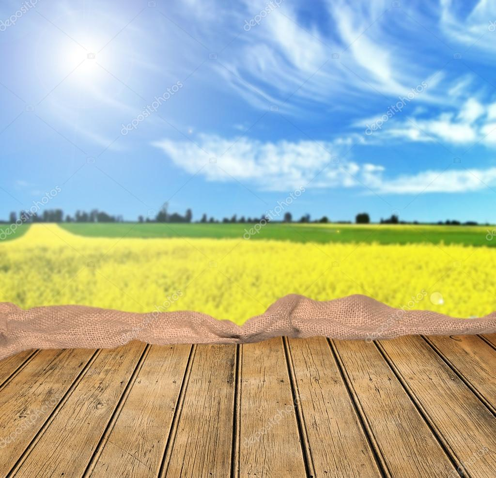 Empty wooden table and beautiful summer field stock - Mesas de campo ...