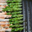 Foto Stock: Grilled prosciutto wrapped asparagus