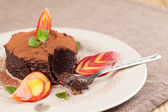 Raw vegan avocado chocolate mousse with nectarine — Stock Photo