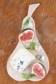 Blue cheese and figs — Stock Photo