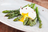 Asparagus with poached egg — Stock Photo