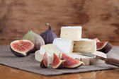 Camembert and figs — Stok fotoğraf
