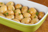 Roasting baby potatoes with thyme — Zdjęcie stockowe