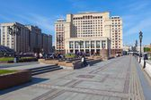 State Duma building and Four Seasons Hotel Moscow — Stock Photo