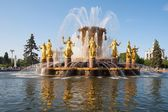 Fountain decorated with golden statues — Stock Photo