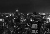Midtown manhattan bij nacht in zwart-wit — Stockfoto