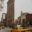 taxi near flatiron building — Stock Photo