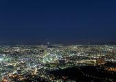 Vista moderno, urbano città di notte — Foto Stock