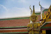 Giant demon guarding an exit in Wat Phra Kaew, Bangkok. — Stockfoto