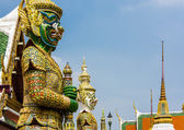 Two giant demon guarding an exit in Wat Phra Kaew, Bangkok. — Foto de Stock