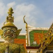 Giant demon Guardian in Wat Phra Kaew temple, Royal Palace Bangkok. — Stock Photo #40171769