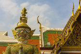 Giant demon Guardian in Wat Phra Kaew temple, Royal Palace Bangkok. — Foto de Stock