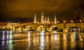 Ebro river and Stone bridge in Zaragoza — Stock Photo